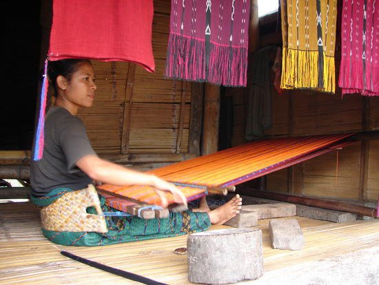 flores_ikat_weaving